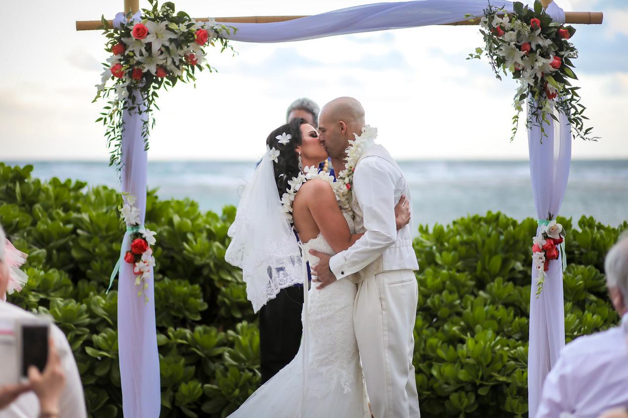 hawaiian leis haku ali 39 i kaua 39 i weddings. Black Bedroom Furniture Sets. Home Design Ideas