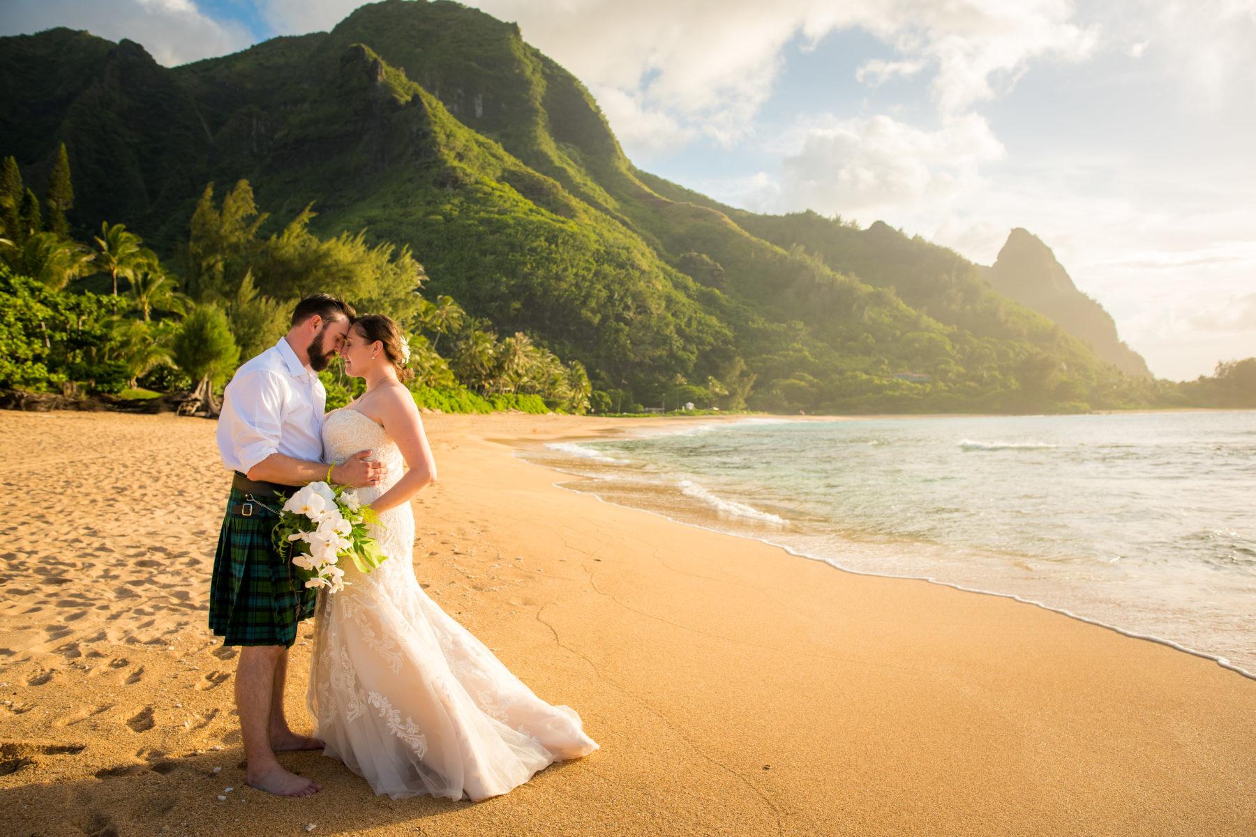 Tunnels Beach Wedding Ali I Kaua I Weddings