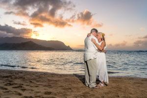 Hawaii wedding couple at sunset
